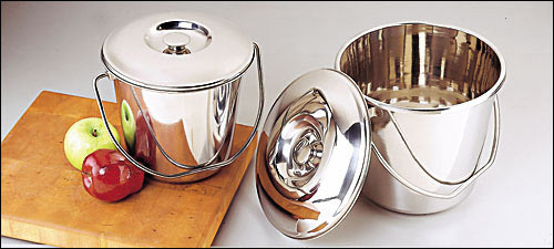 Photo of a stainless steel compost pail, also known as a kitchen catcher